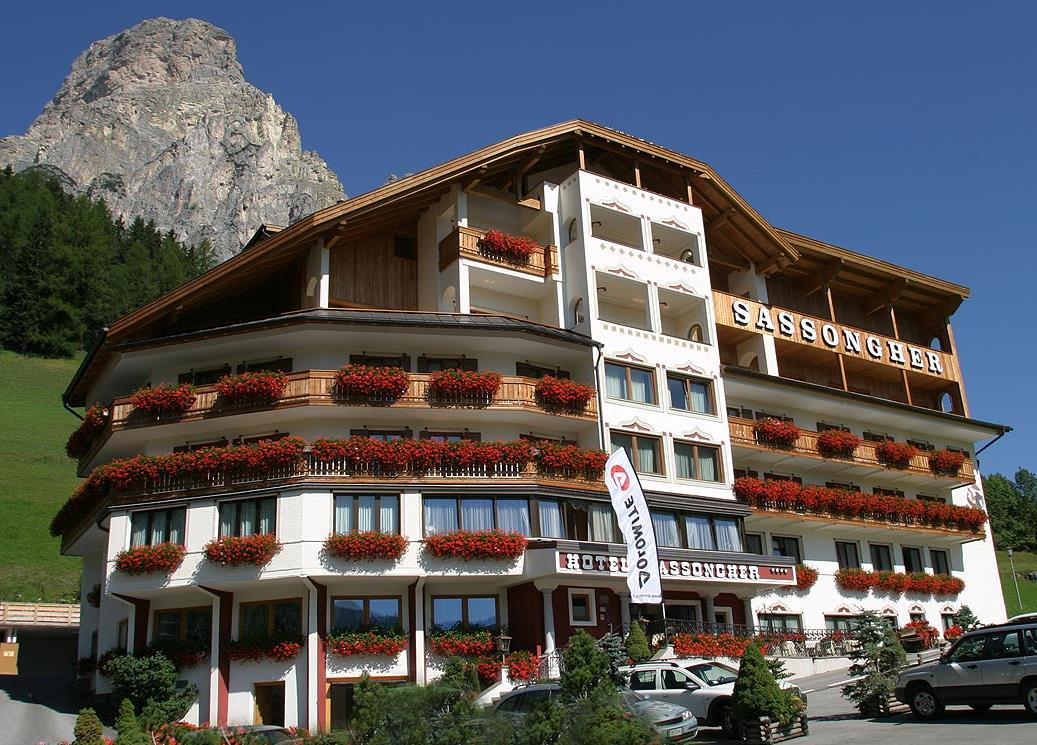 Hotel sassongher pescosta di corvara in badia bolzano - Hotel corvara con piscina ...