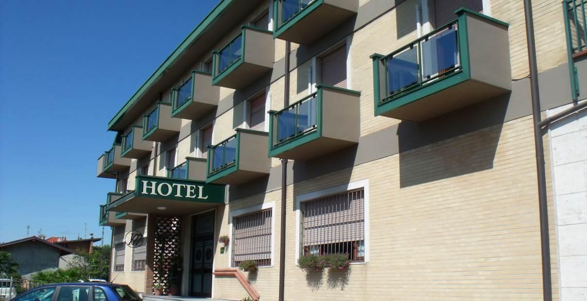 Hotel milanesi madonnina di dresano milano lombardia for Bar madonnina milano