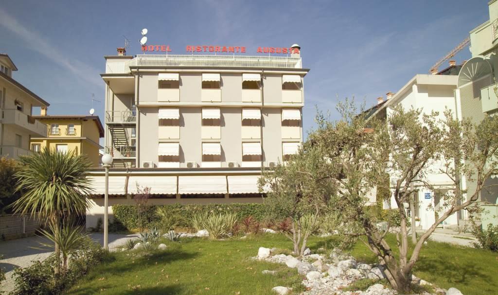 Hotel villa augusta grado gorizia friuli venezia giulia for Hotel euro meuble grado